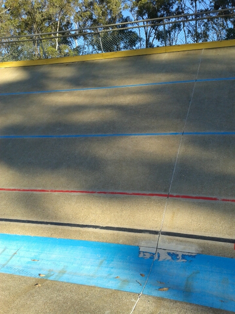 Wall of death? It is not actually. I measured the banking angle of Chandler Velodrome at only 28 or 29 degrees.